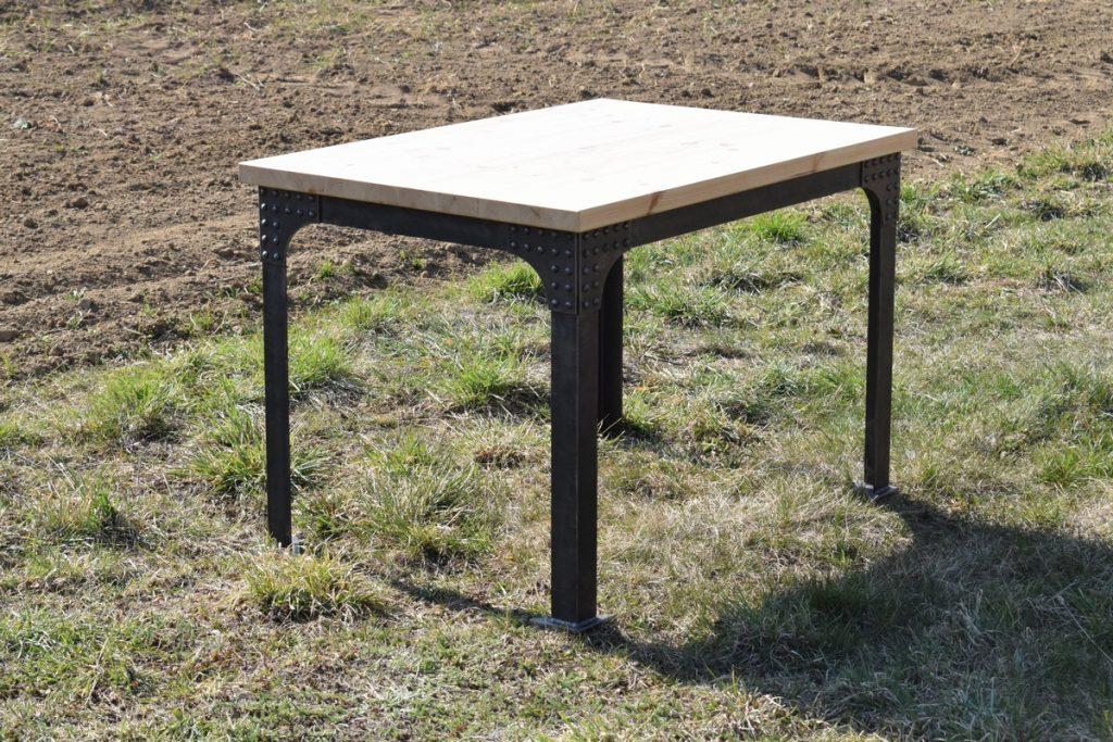 Kovaný jídelní stůl
