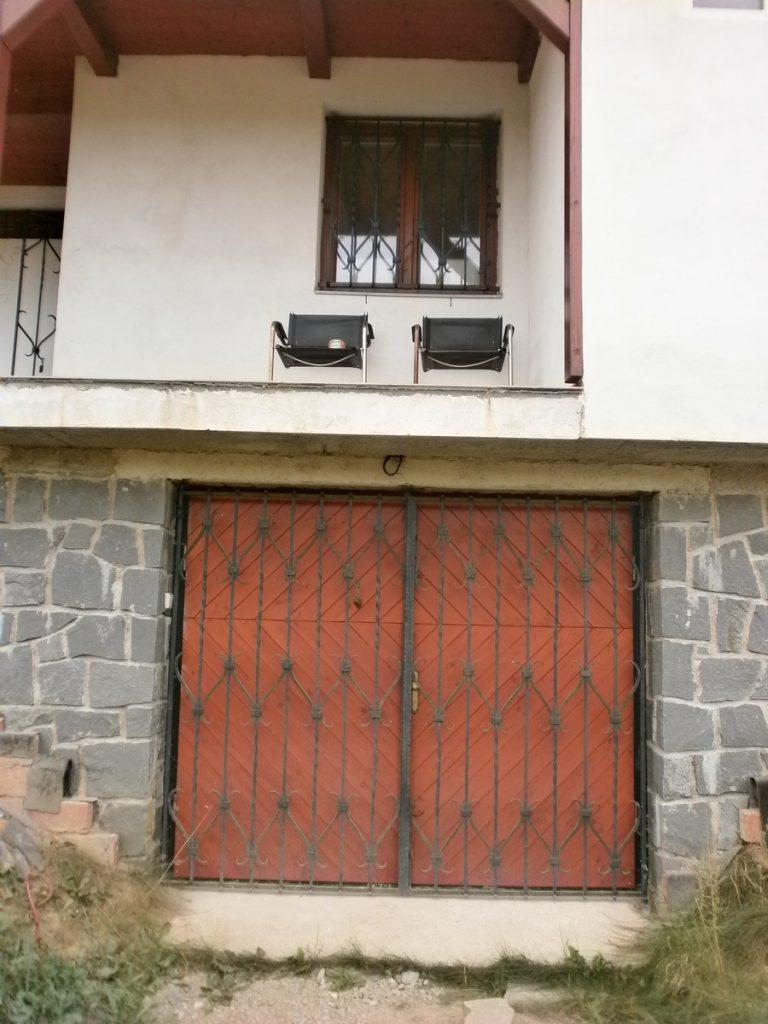 Kovaná mříž na dveře