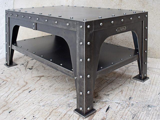 Industriální konferenční stolek